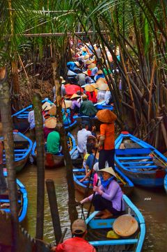 people boat rush photography vietnam
